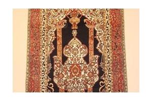 ペルシャ絨毯コレクションは欧米富裕層のたしなみ