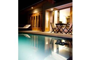 5つ星リゾートAKA Resort Gutiを所有