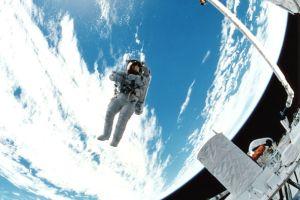 宇宙旅行を予約してカリブ海へ招待された、32歳の素顔