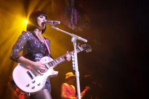 ケイティ・ペリーさんがH&M原宿でライブ