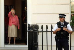 サッチャー英国元首相(83)が元気に退院