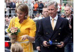 ベルギー皇太子夫妻、戴冠式の祭りのパレード出席