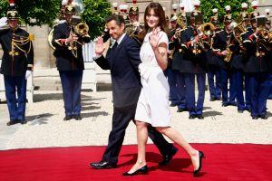 サルコジ大統領夫妻が革命記念日に出席