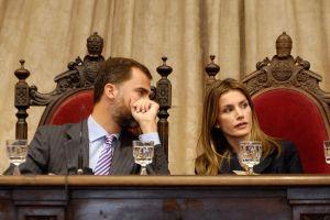 スペイン王太子夫妻が最古の大学の式典出席