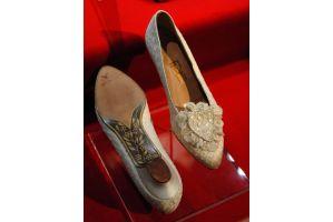 ダイアナ英元王妃の思い出の靴