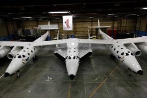 英ヴァージン、世界初の商業用宇宙船を公開
