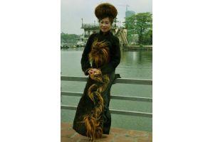 長さ100万米、54人分の髪の毛で出来たドレス