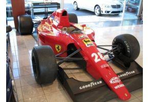本物のフェラーリF1カーが6300万円で競売に