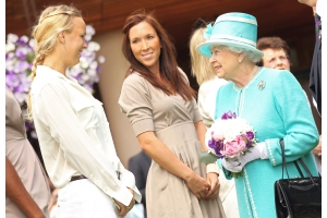 エリザベス女王、33年ぶりにウィンブルドン観戦