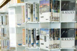 学校図書館レポート 麻布中学校 その1 頭のよい子が育つ本棚【4】