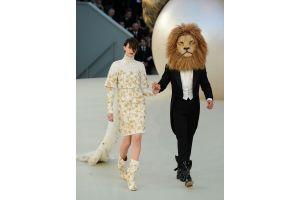 「ライオンの威を借る」美女 シャネル2011秋冬