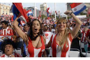 パラグアイの美女サポーターが地元紙に…