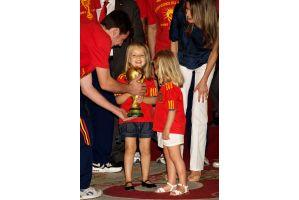 W杯優勝スペインチームが王室を表敬訪問