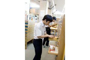 学校図書館レポート 栄光学園中学校 その2 頭のよい子が育つ本棚【7】