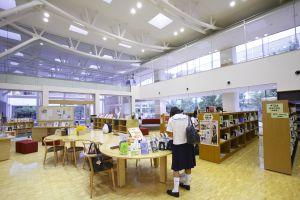 学校図書館レポート カリタス女子中学校 その1 頭のよい子が育つ本棚【8】