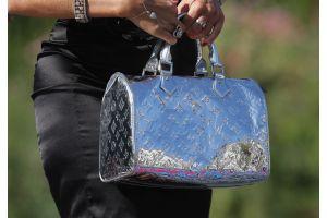 バッグに大量の札束をしのばせる中国の隠れ富豪