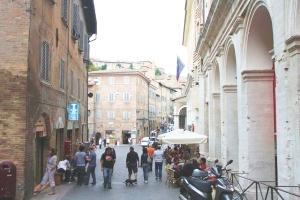 列車でイタリアの世界遺産を巡る旅【3】ウルビーノはラファエロが育った街