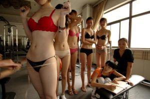 「愛人業」で稼ぐ中国の女子大生