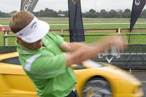 ランボルギーニ対ゴルフボール!どちらが速いか競走