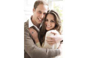英王子、史上最もカジュアルな公式婚約写真
