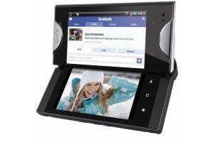 京セラが初の2画面スマートフォンを米国で発売