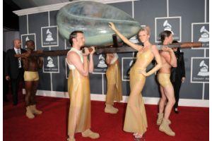 レディー・ガガは年収25億円、2010年米音楽界で首位