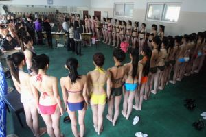 大学入試で水着審査あり 中国で美女600人が受験するモデル学科
