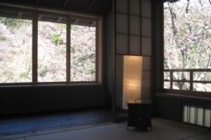 嵐山の水辺、星のや 京都のおもてなしの粋