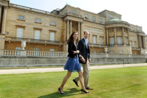 ウィリアム王子が空軍の職場復帰、新婚旅行は延期