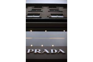 プラダが香港市場に上場、初値39.5香港ドル