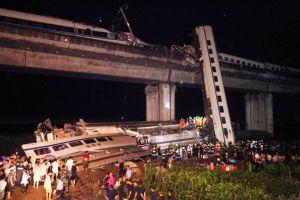 上海総合指数は3%下落、高速鉄道事故も影落とす