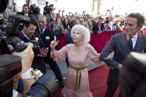 資産4000億円の85歳アルバ公爵夫人が25歳下の恋人と挙式