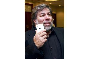 iPhone4Sの行列の先頭にウォズニアック氏