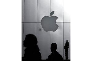 アップル株が史上最高値422ドル