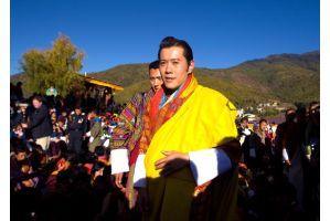 ブータン国王「日本は不幸から立ち上がる」