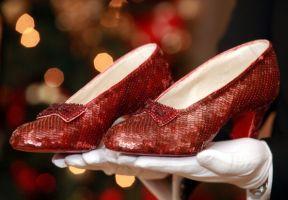 2.3億円の「ルビーの靴」公開、映画「オズの魔法使」で使用