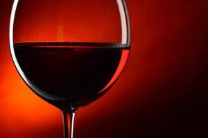 「赤ワイン健康説」の教授が145個もデータねつ造