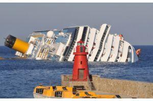 伊豪華客船事故「船長真っ先に逃げた」会社認める