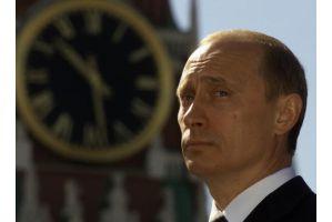 屈強プーチン首相が不幸な生い立ち語り泣き落とし