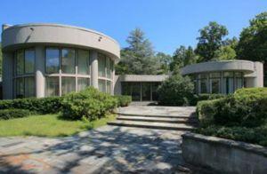 ホイットニーさん豪邸が1.4億円で売り出し中