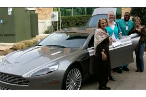 ガン患者乗せる高級車所有者のボランティア団体