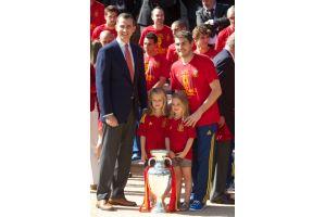 ユーロ優勝スペインが王室を表敬訪問