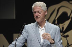 クリントン元大統領の昨年の講演収入10億円