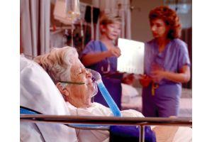 「サイボーグ」化する老人、「姥捨山」と化した病院