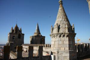 写真で届ける世界遺産(ポルトガル6、エヴォラは城壁の中に歴史的建造物が残る博物館のような街)