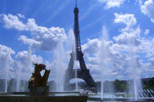 仏エッフェル塔の観光経済価値42兆円