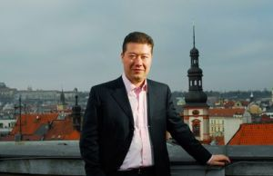 トミオ・オカムラ氏(岡村富夫)チェコ大統領選立候補