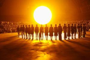 マーク・ジェイコブス、夕陽の下で新作発表