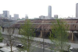 グランフロント大阪、まち開きで沸く関西、課題はオフィスと2期