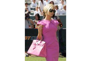 女性の高級ハンドバッグの目的、男を他の女に取られないため